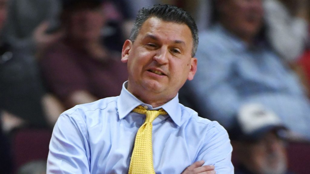 Washington State to hire USF basketball coach Kyle Smith, report